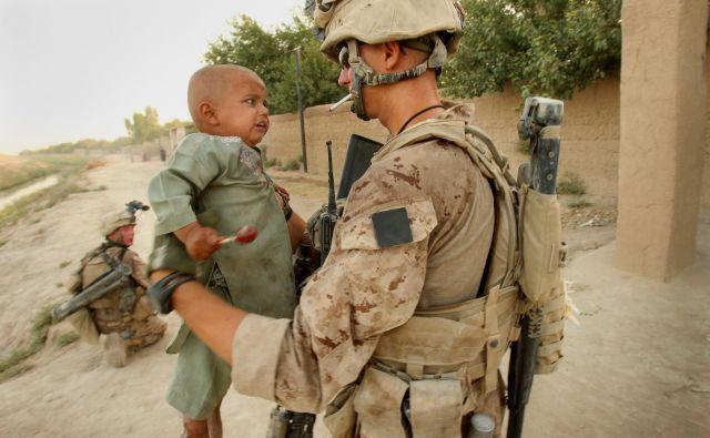Ameriški marinec v Helmandu. FOTO:JURE ERŽEN/Delo Foto
