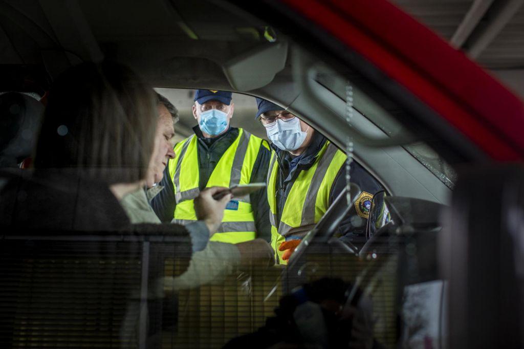 Ali migranti povečujejo tveganje za prenos virusa?