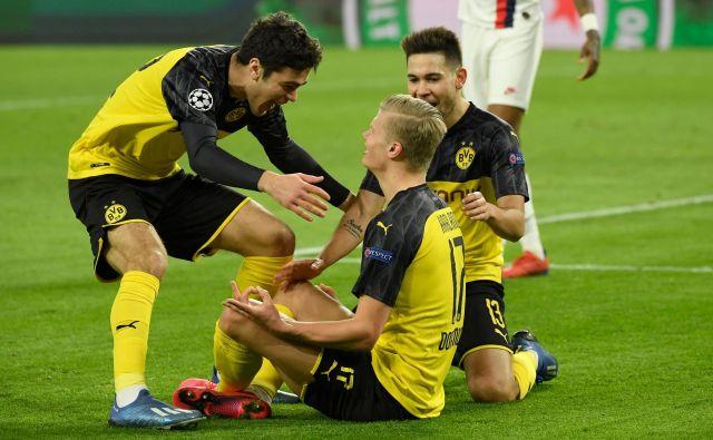 Tudi nogometaši dortmundske Borussie bodo pomagali kolegom v bundesligi. FOTO: AFP