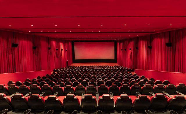 Ob omejitvi javnega življenja so med prvimi vrata zaprli kinematografi. Foto Shutterstock