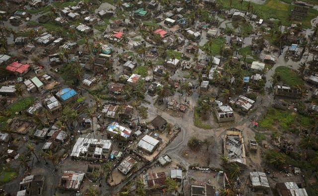 Ciklon Idai se je najprej znesel nad pristaniškim mestom Beira v Mozambiku in nato potoval v notranjost države. FOTO: Reuters