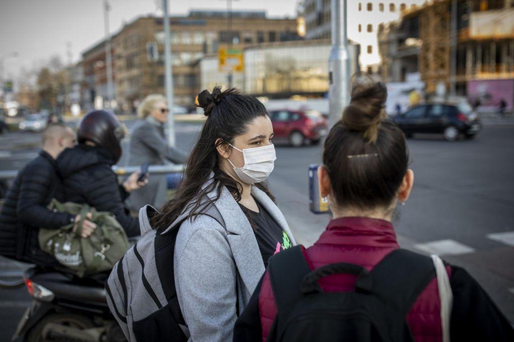 FOTO:Zdravnica Tina Bregant: Če maske nosimo vsi, ščitimo drug drugega