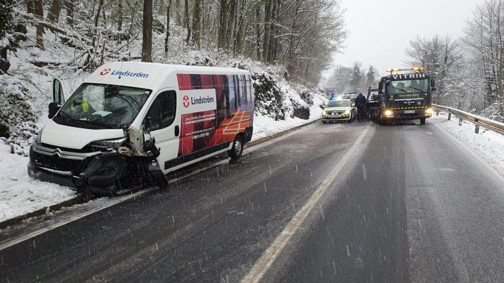 Na cestah in v gorah so razmere kljub pomladi zimske