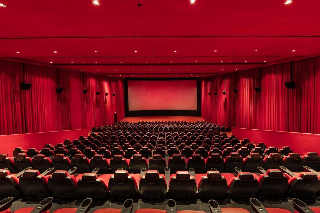 Žarek upanja v temi kinodvoran