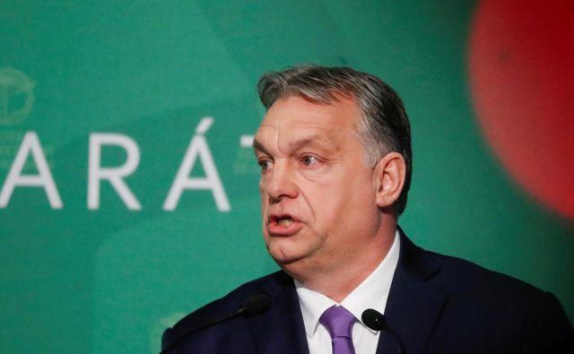 Viktor Orbán je napovedal nove, ostrejše ukrepe proti pandemiji koronavirusa. FOTO: Bernadett Szabo/Reuters