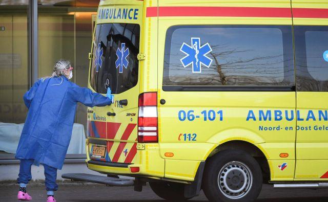 Prizor iz nizozemskega mesta Uden. Zasebne bolnišnice se otepajo pacientov, ki so zboleli za covidom 19. FOTO: Piroschka Van De Wouw / Reuters