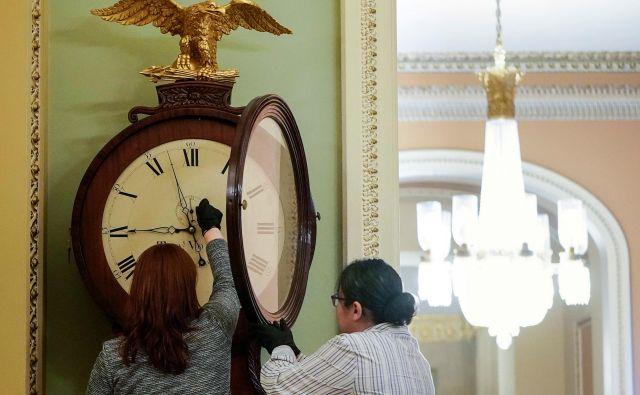 Premik ure na poletni čas ne prinaša več prihrankov pri porabi energije, za nameček pa še škodljivo vpliva na zdravje ljudi. FOTO: Joshua Roberts/Reuters