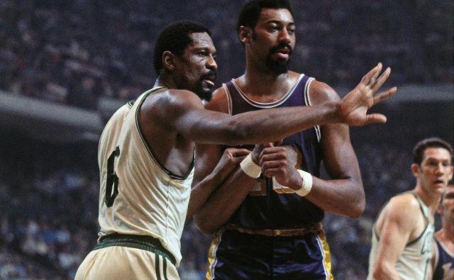Wilt Chamberlain (desno) in Bill Russell (levo) sta bila epske bitke pod obroči in nad njimi. FOTO: Arhiv NBA