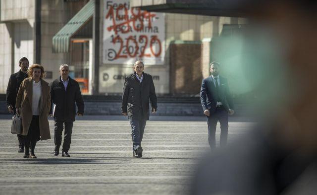 Predsednik vlade Janez Janša pravi, da v prvem svežnju protikoronskih ukrepov niso na nikogar pozabili. Foto Voranc Vogel