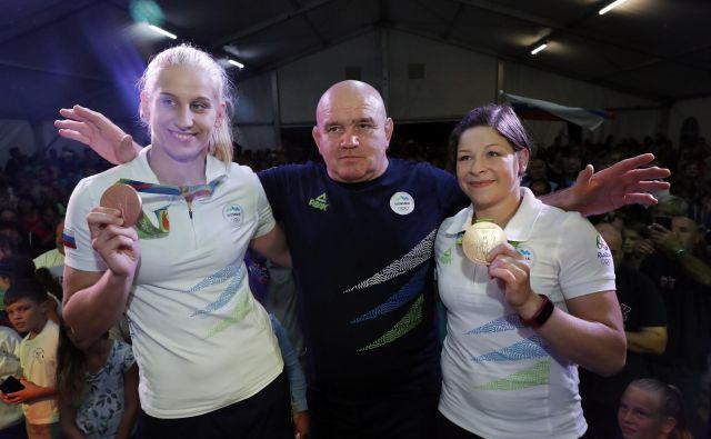 Marjan Fabjan je na prejšnjih poletnih olimpijskih igrah leta 2016 v Riu de Janeiru popeljal do kolajn dve svoji judoistki: Tino Trstenjak (desno) do zlate in Ano Velenšek (levo) do bronaste. FOTO: Uroš Hočevar