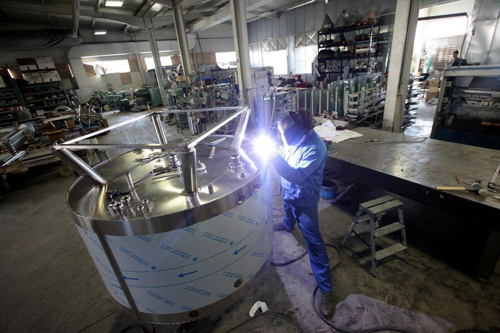 Za vnovičen zagon proizvodnje ni dovolj pritisk na gumb
