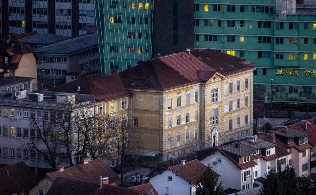 Na infekcijski kliniki imajo 44 bolnikov, nove prostore bo zagotovila še ortopedska klinika. FOTO: Voranc Vogel/Delo