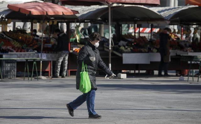 V zadnjem dnevu je število okuženih v Sloveniji naraslo za 46, kar je najmanj v zadnjih treh dneh. FOTO: Blaž Samec