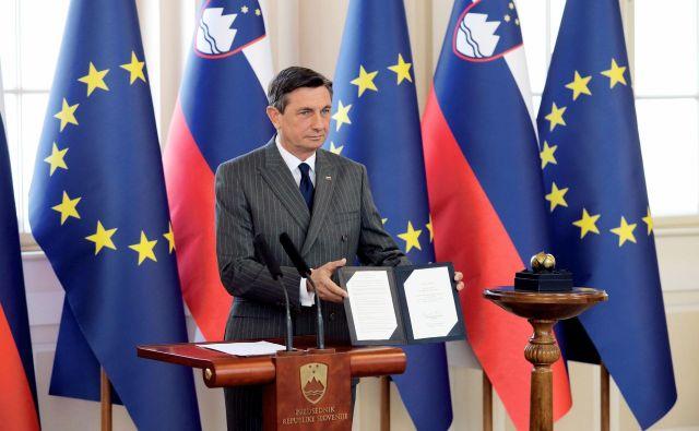 Predsednik republike Borut Pahor je virtualno vročil priznanje Jabolko navdiha vsem, ki skrbijo, da tudi v težkih časih življenje teče karseda normalno. FOTO: Daniel Novakovič/STA