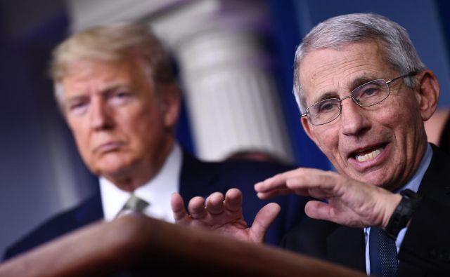 Dr. Anthony Fauci je za nekatere glas razuma v kriznem štabu predsednika Donalda Trumpa.FOTO: Brendan Smialowski/AFP