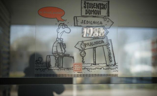 Potem ko je vlada sprejela odlok, po katerem je prepovedala zbiranje ljudi v zavodih s področja vzgoje in izobraževanja, so v javnem zavodu Študentski dom v Ljubljani 16. marca obvestili študente, naj do naslednjega dne zapustijo študentske sobe. FOTO: Jure Eržen/Delo