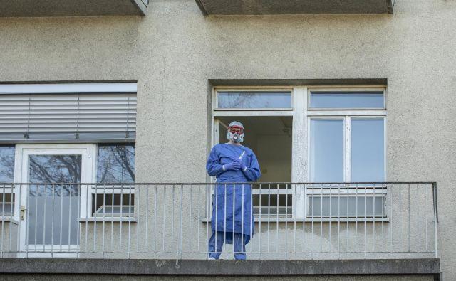Osebje na infekcijski kliniki. FOTO: Voranc Vogel/Delo