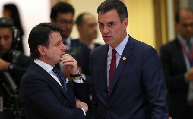 Italijanski premier <strong>Giuseppe Conte</strong> in njegov španski kolega <strong>Pedro Sánchez</strong> očitata bogatemu severu, da s svojim ravnanjem spodkopava EU. FOTO: Reuters
