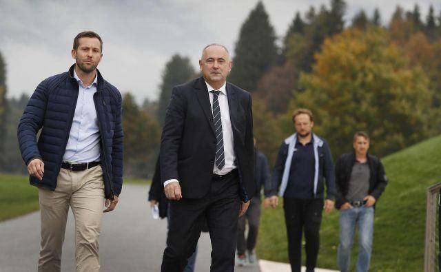 Pred dvema tednoma je zastopal NZS na videokonferenci z Aleksandrom Čeferinom predsednik Radenko Mijatović (desno), jutri jo bo generalni sekretar Martin Koželj (levo). FOTO: Leon Vidic