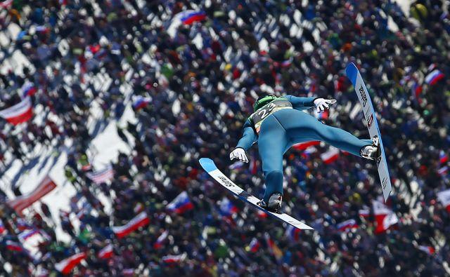Domen Prevc in drugi slovenski smučarski skakalci bodo prišli na svoj račun decembra v Planici. FOTO: Matej Družnik/Delo