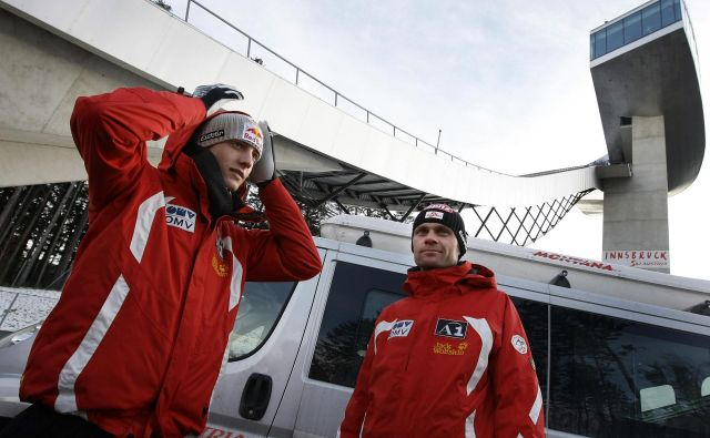Andreas Widhölzl (desno) je novi glavni trener avstrijske reprezentance v smučarskih skokih. FOTO: Reuters