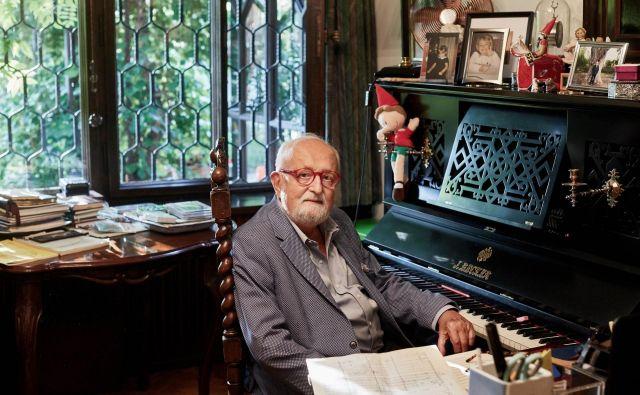 Pri komponiranju je uporabljal zgolj svinčnik in papir, pianino je bil v njegovi delovni sobi le za okras. Fotografiji Reuters