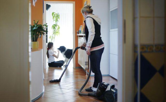 Prostore in površine očistite kot običajno s čistili, ki jih ponavadi uporabljate doma. Foto Leon Vidic