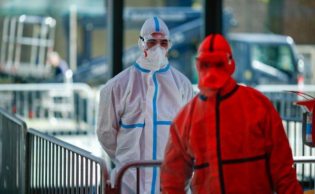 Čeprav se Nemčija po ocenah inštituta za javno zdravje Roberta Kocha šele približuje vrhuncu epidemije, se je v politiki in javnosti razvila razprava o rahljanju ukrepov. Foto: Thilo Schmuelgen/Reuters