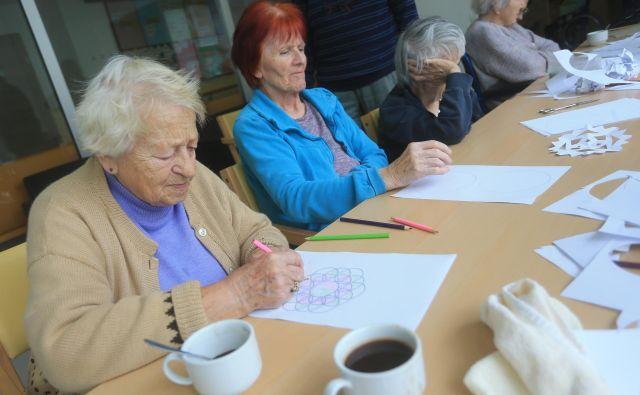 V izobraževanju starejših čustva močno vplivajo na to, ali se odločijo za izobraževanje, ostanejo v njem ali pa ga zapustijo. FOTO: Tadej Regent