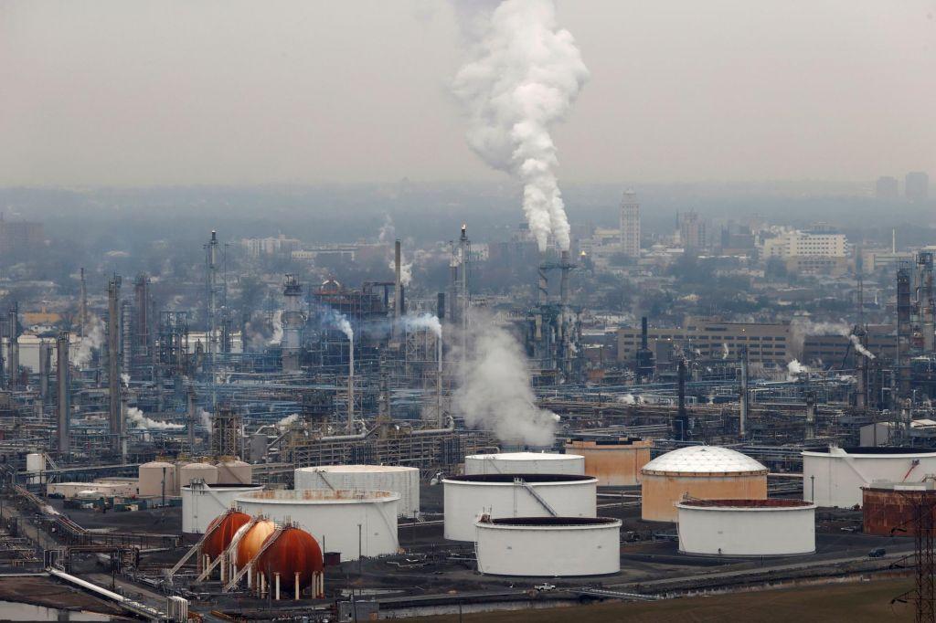 Nizka cena nafte – vzpostavljanje nove fosilne hierarhije