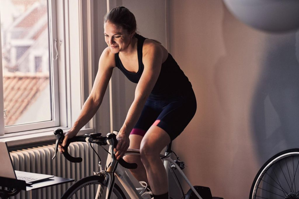 Kolesarji, če trenirate doma, morate še bolj paziti na žejo