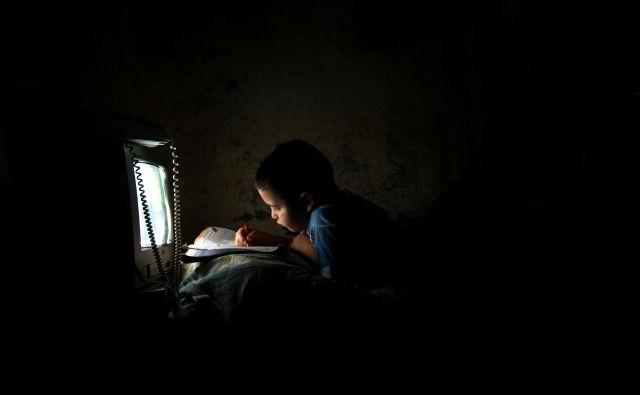 Nanizanke so dobre spremljevalke v tem času: tudi same so potencialno brezkončen vir zgodb.FOTO: Reuters