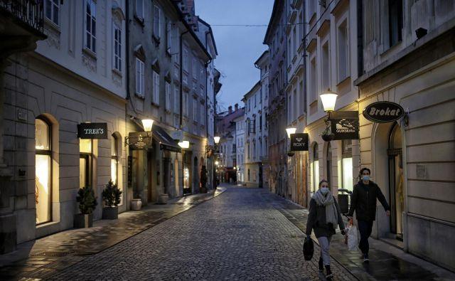 Epidemija koronavirusa je pokazala, da v starem delu Ljubljane živi le peščica prebivalcev. Fotografije: Blaž Samec