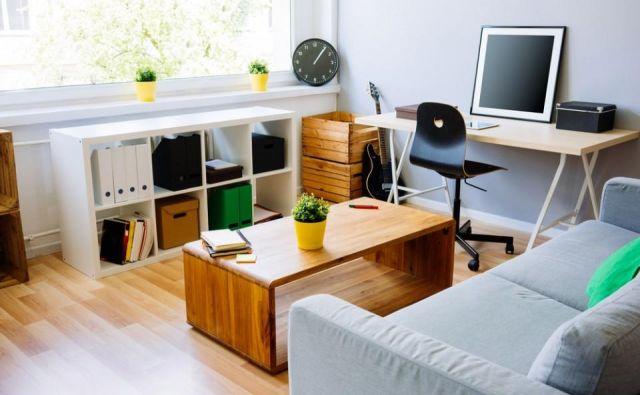 Kar pogosta odločitev za umestitev delovnega kotička je dnevna soba. FOTO: Shutterstock
