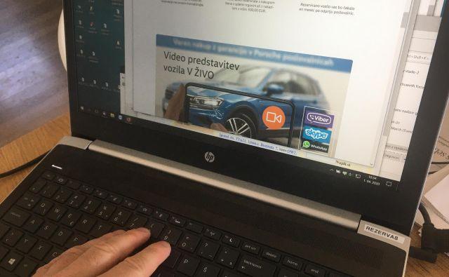 Iskanje informacij o avtomobilu po spletu. FOTO: Gašper Boncelj