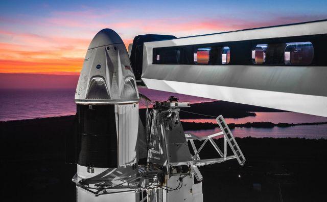 Testiranja dragona za človeško posadko dobro tečejo. FOTO: Spacex/Nasa