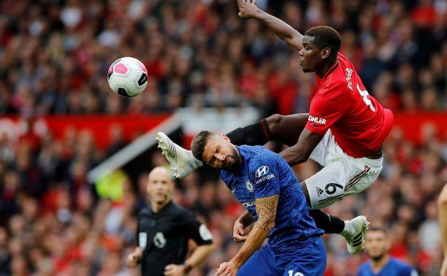 Najmočnejši angleški ligi, prva (premier league) in druga (championship), zagotavljata največ prihodkov od televizijskih pravic, zaradi česar se klubi na vse kriplje prizadevajo, da bi sezono nadaljevali takoj, ko bodo to omogočale razmere. FOTO: Reuters