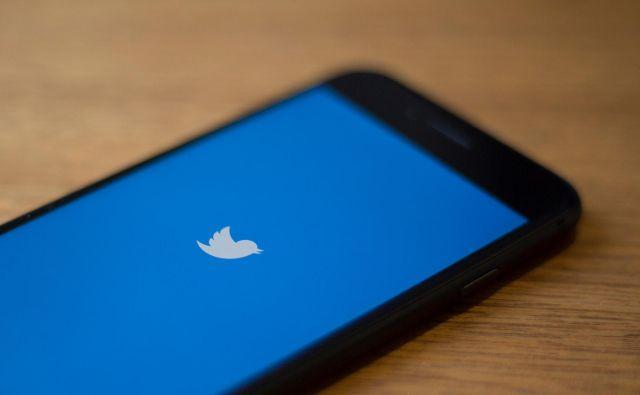 Twitter je zbrisal sumljive uporabniške račune. FOTO: Alastair Pike/AFP