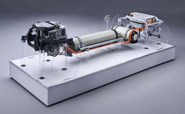 BMW je te dni predstavil svež pogled na pogon z vodikom, ki bi ga morda v nekaj letih začeli vgrajevati v svoje večje avtomobile. Nekaj prvih primerkov napovedujejo za leto 2022. Foto BMW
