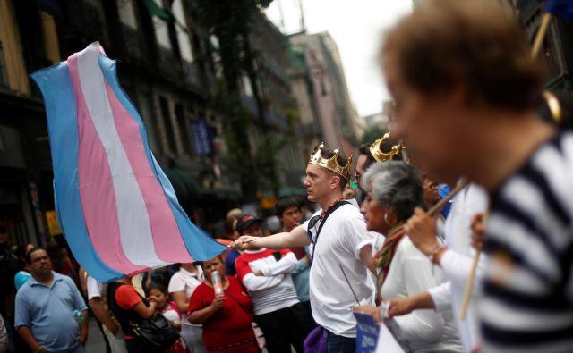 Če bo sprejet novi zakon, bodo Madžari prisiljeni imeti isti spol od zibelke do groba. Foto: Reuters