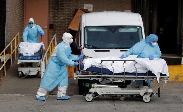 Število uradno potrejneih primerov okužbe je preseglo milijon. FOTO: Brendan Mcdermid/Reuters