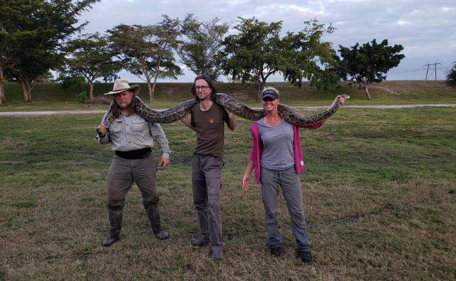 Alen Steržaj se je za en dan pridružil kačjelovcu Tomu Rahillu in amaterski herpetologinji Amy Siewe. FOTO: Alen Steržaj