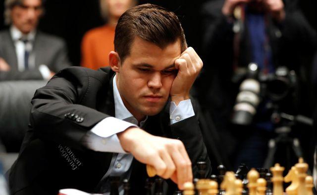 Magnus Carlsen se bo potil za 64.000 evrov glavne nagrade. FOTO: Reuters
