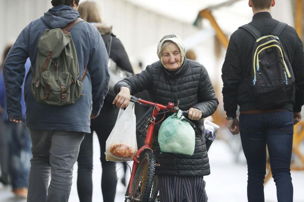 FOTO:Ali bi stanovalce domov za starejše preprosto poslali domov?