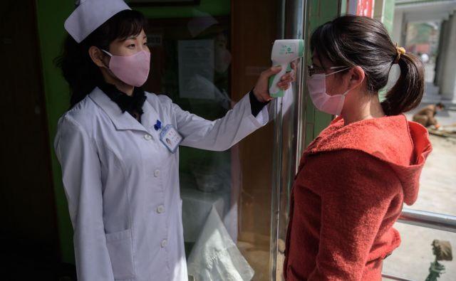 Severna Koreja je med prvimi državami sprejela stroge ukrepe. FOTO: Kim Won Jin/AFP