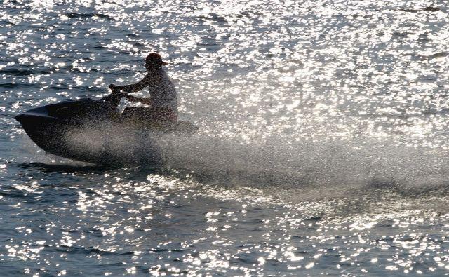 Vodni skuterji ne sodijo v zavarovano območje Triglavskega narodnega parka. Fotografija je simbolična. FOTO: Arben Celi/reuters