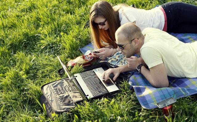 Tudi s spletnim nakupovanjem lahko prihranimo. FOTO: Uroš Hočevar/Delo