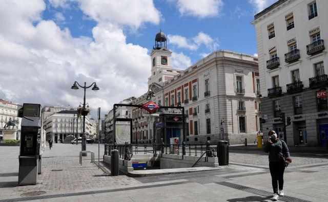 Španija je za Italijo druga najbolj prizadeta država v EU. Na fotografiji trg Puerta del Sol v Madridu.Foto: Reuters