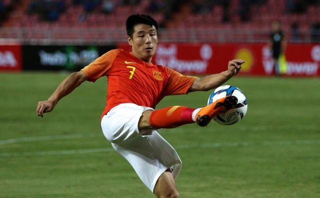 Pogosto se plače nogometašev gibljejo okrog povprečnega nacionalnega dohodka. FOTO: Reuters