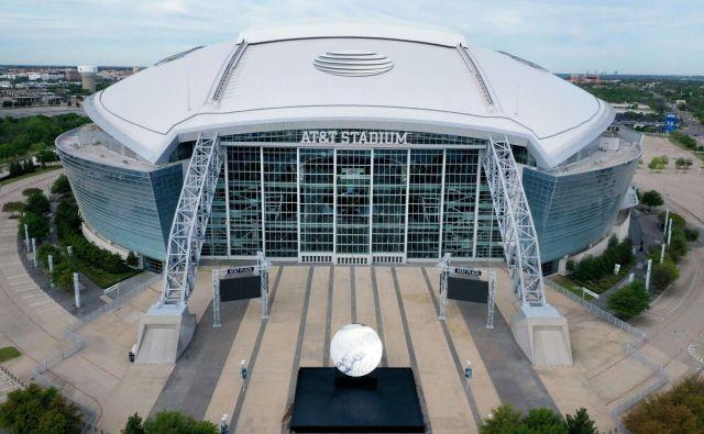 Dvorane in stadioni v ZDA samevajo, a kot je povedal predsednik ZDA Donald Trump, celoten šport in koncep države ni ustvarjen za nedelovanje. FOTO: AFP